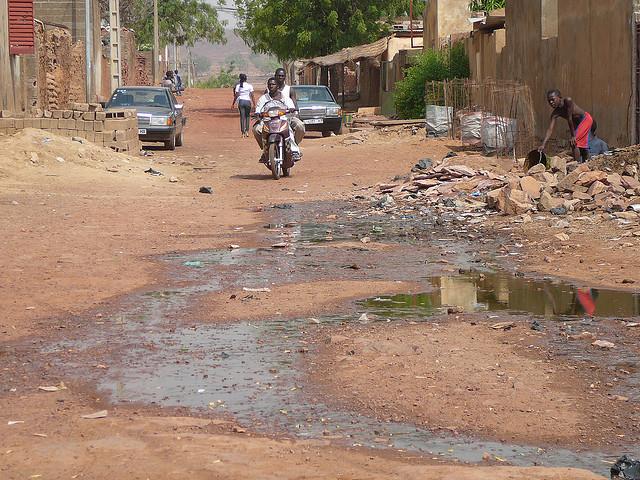Faecal sludge from pit emptied into street - les boues de vidange d´une fosse déversées dans la rue, par SuSanA secretariat Via Flickr CC