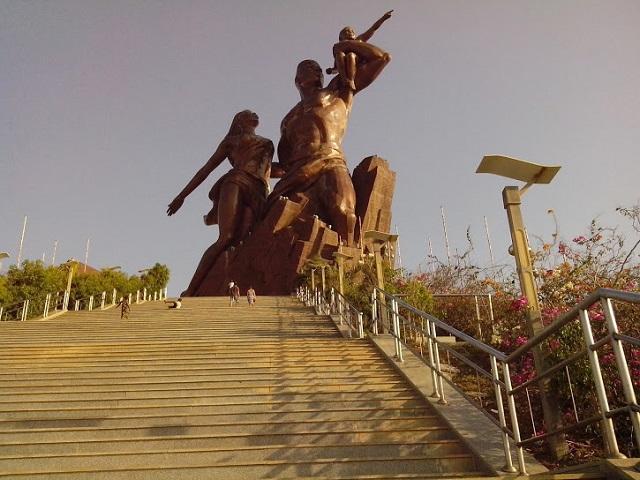 Le Monument de la Renaissance Africaine à Dakar par Julien Dembélé
